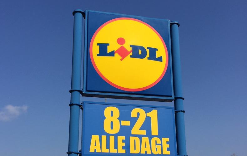 Lidl logoskilt med åbningstider