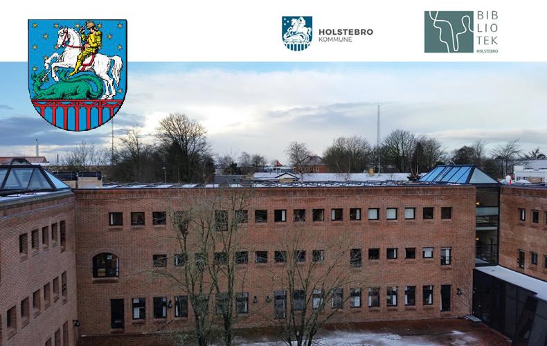 Bygning med Holstebro Rådhus og bibliotek og logo og våbenskjold